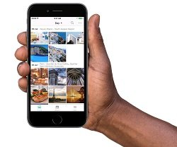 4-[Synology Moments] Allowing random photos to be automatically sorted by an image-recognizing technique that can identify the people, subjects, and places in the photos